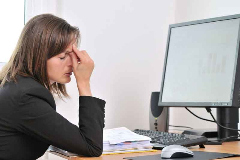 Es causado por experiencias traumáticas o situaciones dolorosas que perduran por mucho tiempo.